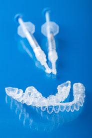 Sichtbar weiße Zähne mit dem Homebleaching - © duskbabe - Depositphotos