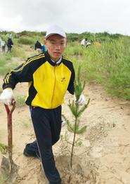 「砂漠化が急速に進んでいることがよくわかりました。これからもぜひ、植林に参加したいです」と語ってくれた14歳の孟柯くん