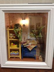 W-001《朝の情景》        棚の上に置いた観葉植物はクイリング式で作成しました。