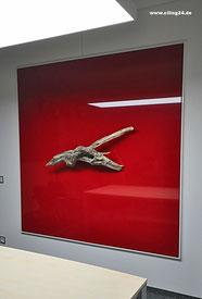 Bild Spanndecke, Glanz, rot mit Holzobjekt