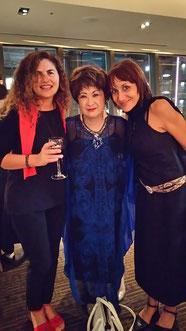 パルマ王立合唱団の女性団長スザンナさんとソプラノのジルビアさんとレセプションパーティにて
