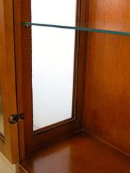 ガラスドアーと窓のトリム