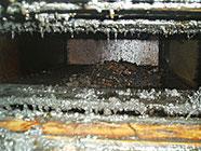 ダクト火災で焼けたダクトの内部
