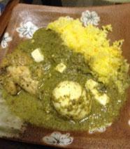 鳥手羽とゆで卵、チーズ入り、サフランライスで食べました
