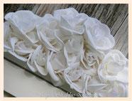 TA040-Dettaglio rose di tessuto sintetico - vellutate al tatto