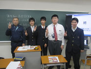 希望する生徒には記念写真。