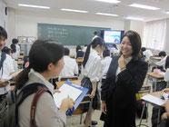 夢授業が終わり、新聞記者の取材。