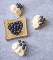 Chia-Samen-Toast mit Quark und Blaubeeren