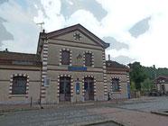 Modiano - Jouy en Josas - La gare - la route nationale