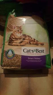 wir haben in unserer langjährigen Katzenhaltung schon so einige Katzenstreu durch und sind nun mit diesen Produkt mehr als Zufrieden für uns zurzeit das beste Katzenstreu