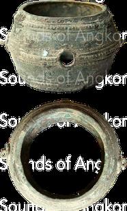 Tambour-hochet en bronze découvert dans la zone de Banteay Chhmar. Dépôt de Vat Bo, Siem Reap. Ref. 2007-1-2129.