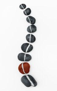 Wirbelsäule aus Steinen