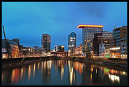 Düsseldorf Medienhafen zur blauen Stunde