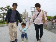 江ノ島駅から江の島まで結構距離がある。祐希を連れて歩くのは大変。
