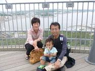 江の島の頂上にある「枝の濱展望灯台」の展望台で。