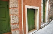 les portes basses anciennes entrées de bergeries