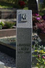 Urnengrab Stele Ornament Blatt Bronze