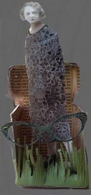 Glasses. -oude foto  en oude tekst in een uitgevouwen theedoosje