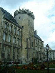la tour polygonale dite d'Isabelle comtesse d'Angoulème, épouse de Jean sans Terre, roi d'Angleterre (1199-1216)
