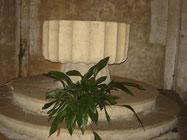 Fonts baptismaux, taillés dans une unique pierre, faisant probablement  partie du lest d'un navire anglais