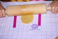 Hoe gebruik je meetlatjes voor het uitrollen van deeg