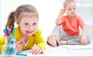 Wie lernen Kinder das richtige Zähneputzen? Was hilft gegen Daumenlutschen? Profitips von Ihrem Zahnarzt Recklinghausen. (© yanlev- Fotolia.com)