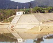 市内に飲料水を提供している真栄里ダム。45%まで貯水率が回復した=28日