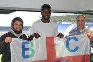 Russell Poyner, Emmanuel Mbende und Tom Kleine in einer Loge des St. Andrew's Stadium in Birmingham