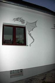 Außenfassade mit Stuckelement und Ornament