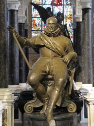 Beeld van Willem van Oranje, dat prijkt temidden van zijn weelderige mausoleum.