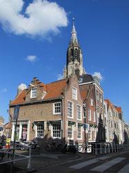 Renaissancistische grachtenpanden aan de Oude Langendijk.