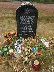 In het kamp waar Anne en Margot Frank het leven lieten is door de Anne Frank Stichting een gedenksteen geplaatst ter nagedachtenis.