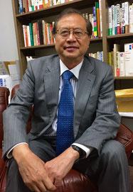 Prof. Shuichiro Megata speaks during an interview with Hakumon Herald.