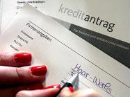 Bei einem Kredit fallen nicht nur laufzeitabhängige Zinsen an - häufig werden auch Extra-Bearbeitungsgebühren fällig. Doch die sind nicht rechtens, urteilte der BGH. Foto: Oliver Berg