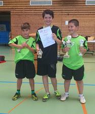 Die Pokalsieger: Aaron, Konrad und Rinor können ihr Glück kaum fassen. Sie werden noch ein paar Tage brauchen, um ihren Erfolg richtig realisieren zu können.