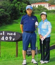 ▲ゴルフはいつも奥様と一緒に。