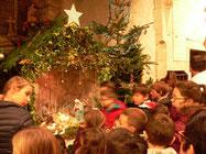 Tous les enfants ont été invités à déposer un lumignon devant la crèche de la Nativité