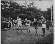 Ferdinand Friebe im Jahr 1919 links in der Startaufstellung