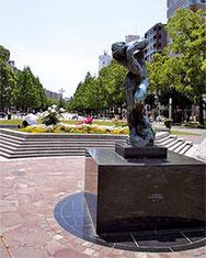 水野広場銅像前