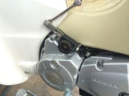 EVOTECバイク用バッテリーカットオフスイッチ装着例 スーパーカブ