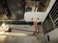 室外機 冷媒配管作業中