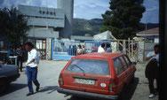 Grenzübergang Kakavia, Grenze ist das blaue Eisentor!