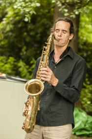 DJ und Saxophonist DJ plus Saxophon Musiker