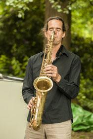 DJ und Saxophonist DJ plus Sax