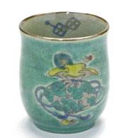 九谷焼通販 おしゃれなお湯呑 湯飲み ゆのみ茶碗 小 宝尽くし 緑塗り 裏絵