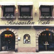 Wer Essen und Trinken in gemütlicher Atmosphäre sucht, ist im Rosgarten Café genau richtig.