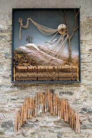 Auf der Müllgrube der Zeiten, 1994, Assemblage, 250 × 130 × 30 cm