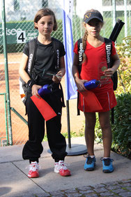 Siegerin: Eva-Tinia Von Meyenburg, R7, (rechts), Finalistin: Sophie Giuliani, R9 (links): 7/5,6/4