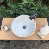 Waschtisch aus Holz mit Keramik-Waschschüssel