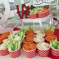 mesa de dulces con fruta